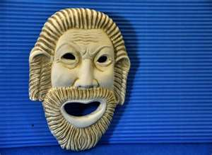L'irréparable et la Fatalité antique dans Interventions de l'auteur masque